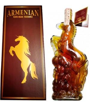 """Бренді Вірменський """"Кінь"""" 5 років витримки 0.5 л 40% (4850015311471)"""